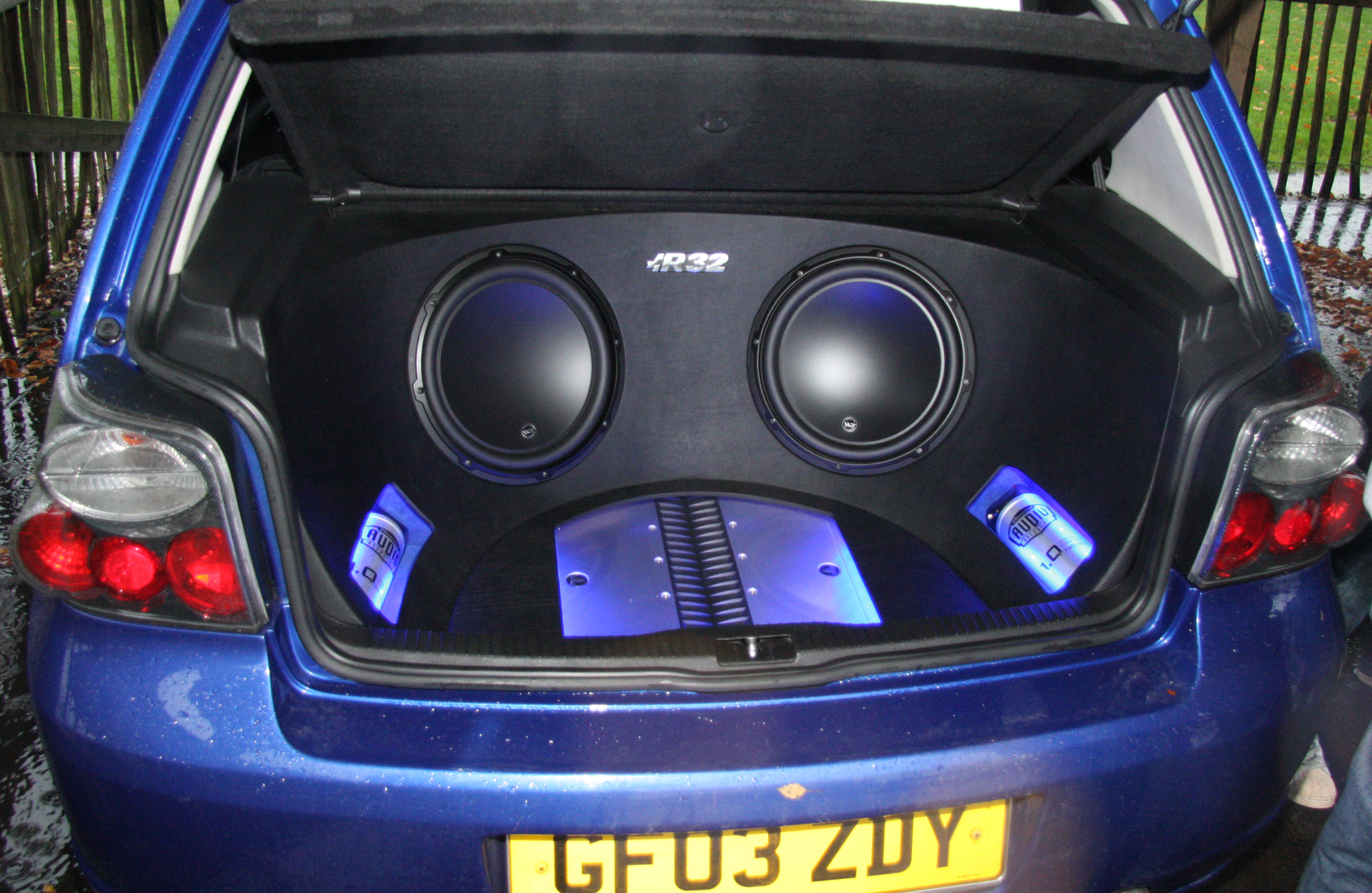 Subwoofer on 10 Inch Kicker Subwoofers