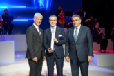 Bridgestone riceve il Volkswagen Group Award Innovation & Technology - Matthias Müller, Paolo Ferrari, Dr. Francisco Javier Garcia Sanz