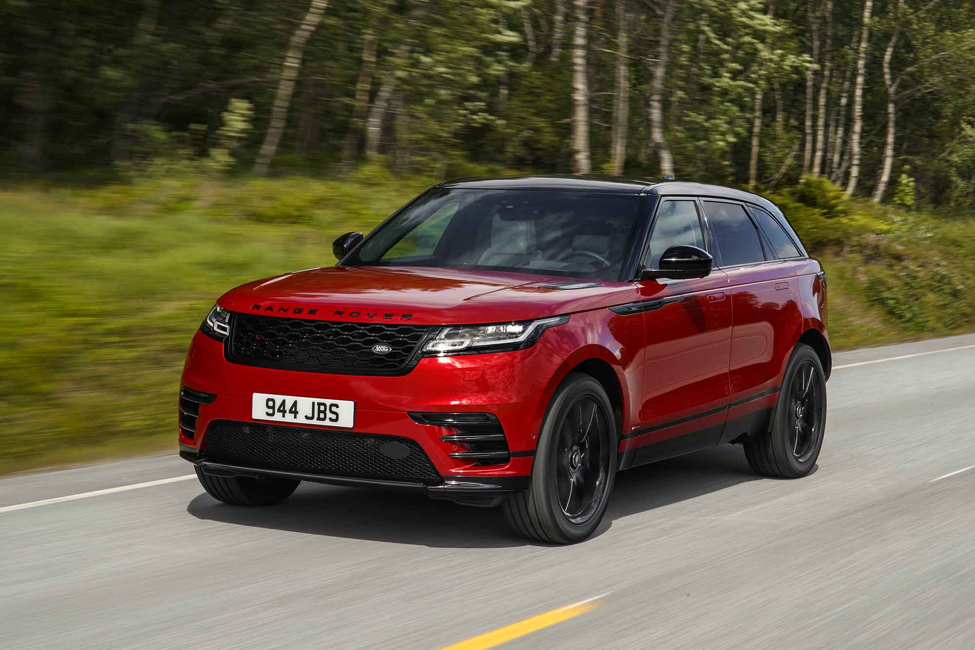 Range rover velar come va su strada bellezza e efficienza for Interno velar
