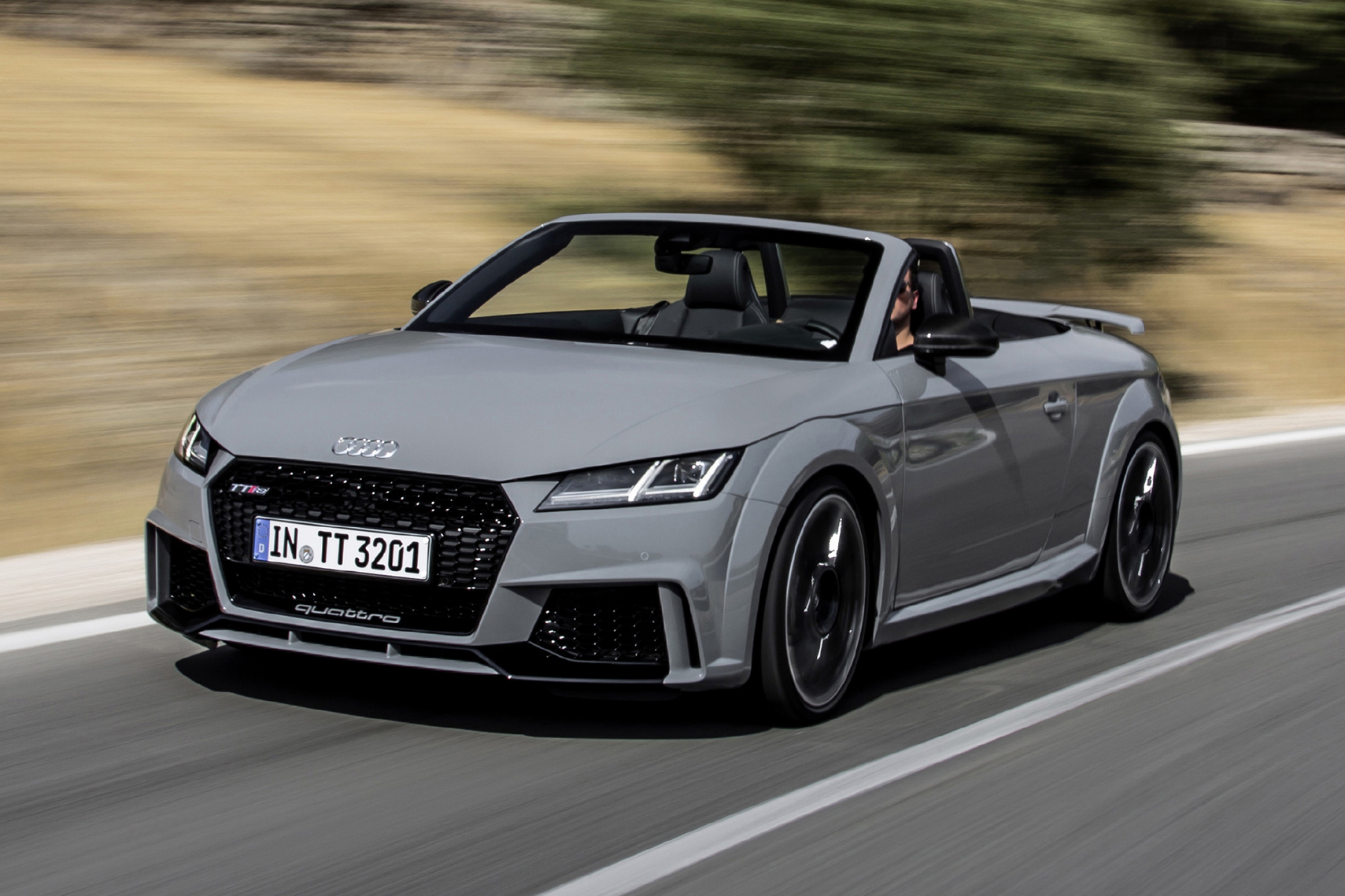 audi tt rs roadster 400 cv a cielo aperto prezzo da 76. Black Bedroom Furniture Sets. Home Design Ideas
