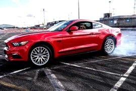Ford Go Faster, a scuola di drifting con Mustang e Ford RS