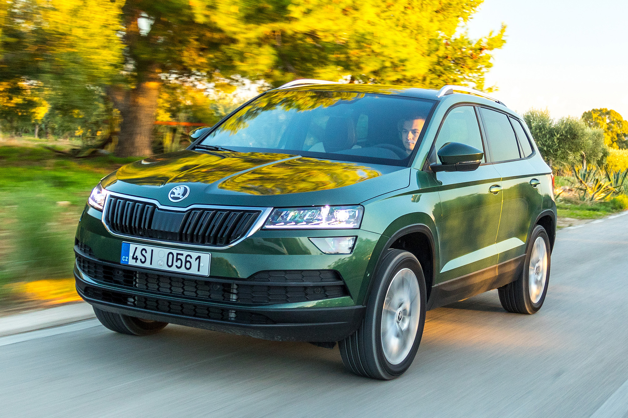 skoda karoq primo test su strada suv compatto di qualit i prezzi qn motori. Black Bedroom Furniture Sets. Home Design Ideas