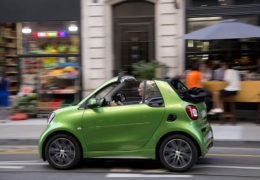 smart-fortwo-cabrio-electric-drive-tailormade-electric-green4-260x180.jpg