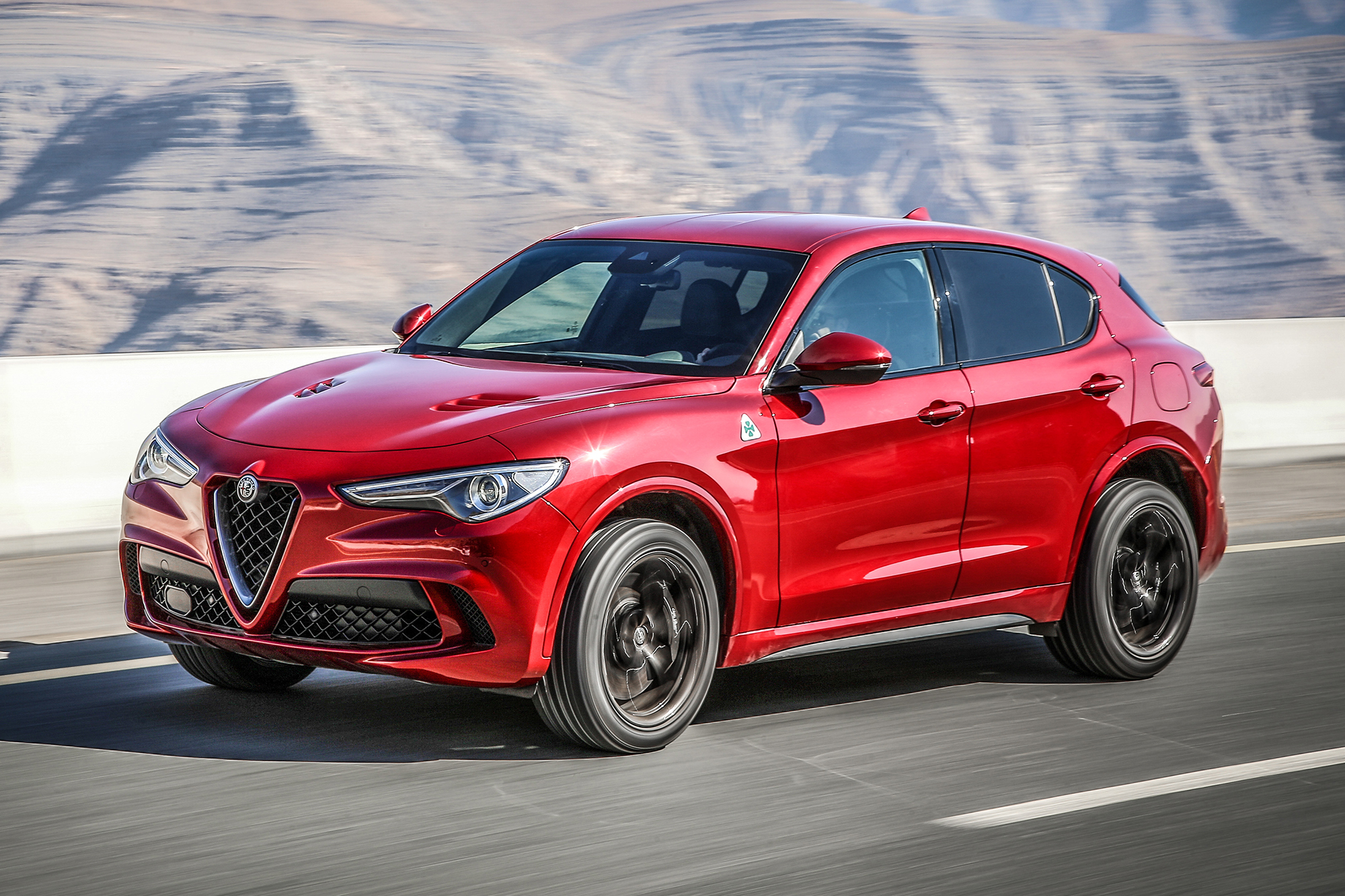 alfa romeo stelvio quadrifoglio su strada il suv pi sportivo qn motori. Black Bedroom Furniture Sets. Home Design Ideas