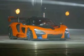 McLaren Senna, prima uscita e burn-out all'MCTC di Sheffield
