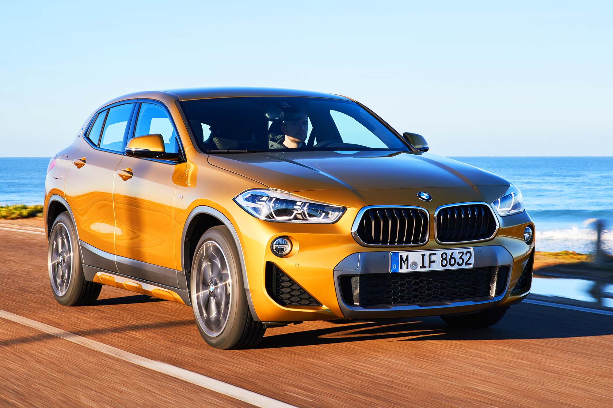 bmw x2 il suv compatto prezzo da euro qn motori. Black Bedroom Furniture Sets. Home Design Ideas