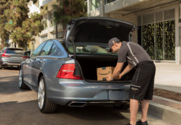 227711_Volvo_Cars_adds_in-car_delivery_by_Amazon_Key_to_its_expanding_range_of-260x180.jpg