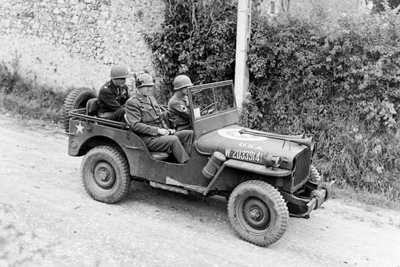 Il generale George Smith Patton sulla Jeep Willys MB 1941