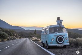 Camper on the road - Volkswagen T2 Bulli Bay del 1972