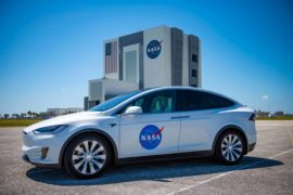 Tesla Model X accompagna la missione spaziale di NASA e SpaceX 2