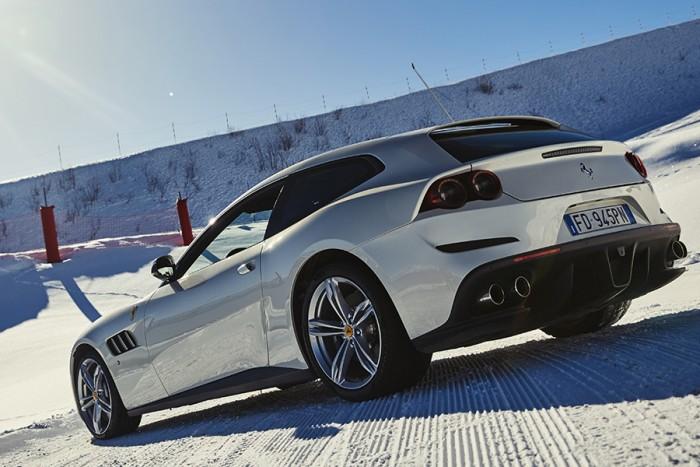 Ferrari GTC4Lusso e 488 GTB, settimana bianca a Courchevel